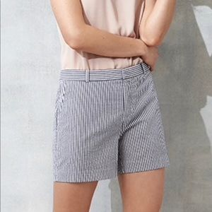 Banana Republic Seersucker Shorts size 4 Striped